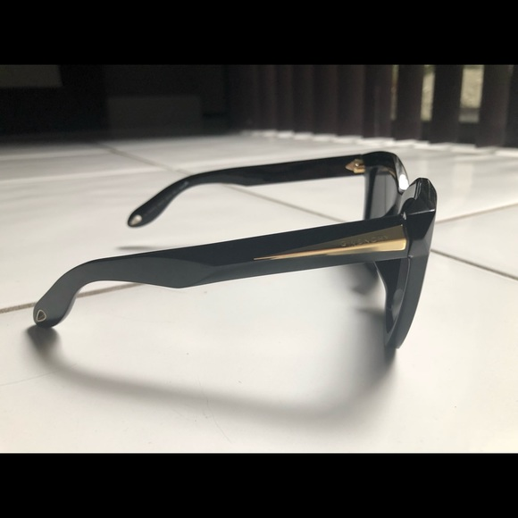 Givenchy Accessories - Givenchy sunglasses no scratches